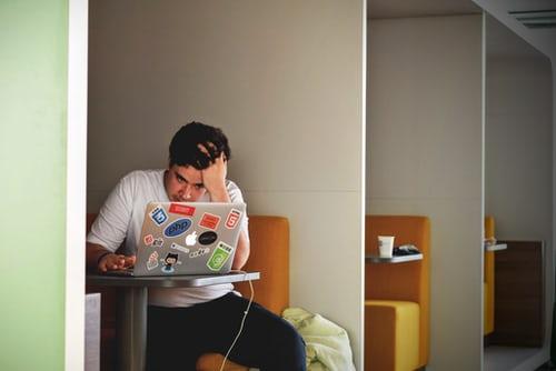 کلاسهای آنلاین یا کلاسهای حضوری: کدامیک مناسب شماست؟